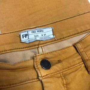 Free People skinny mustard colored jeans 31